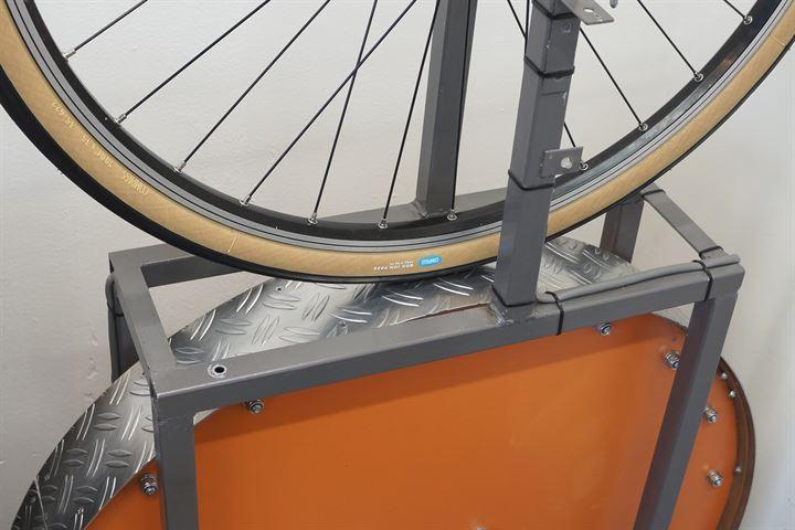 Compass Bon Jon Pass Touring/E-Bike tire on a rolling resistance test machine