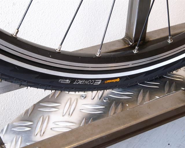 Continental E.Contact Touring/E-Bike tire on a rolling resistance test machine