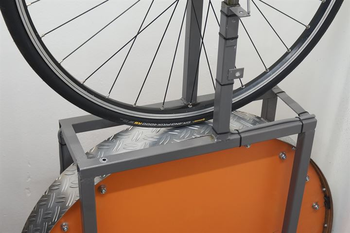 Continental Grand Prix 4000 RS road bike tire on a rolling resistance test machine