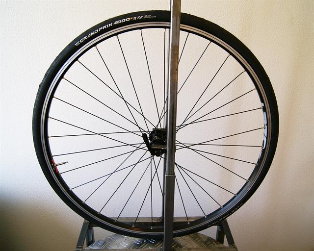 Continental Grand Prix 4000S II Latex Tube road bike tire on a rolling resistance test machine