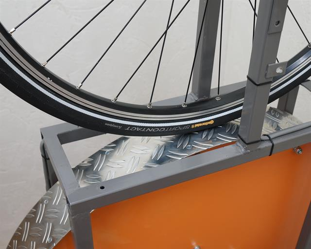 Continental Sport Contact II Touring/E-Bike tire on a rolling resistance test machine