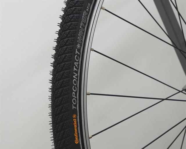 Continental Top Contact Winter II Touring/E-Bike on a rolling resistance test machine