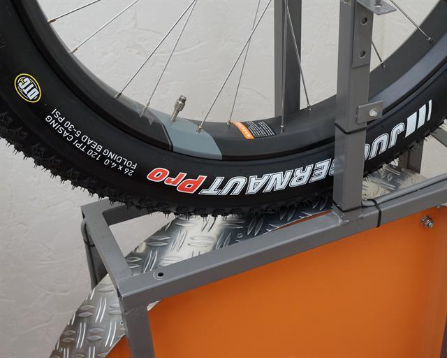 Kenda Juggernaut Pro fat bike tire on a rolling resistance test machine