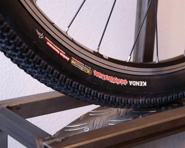 "1 X Kenda 26/"" X  2.1 Small Block 8 Eight Mountain Bike Tyre Lightweight"
