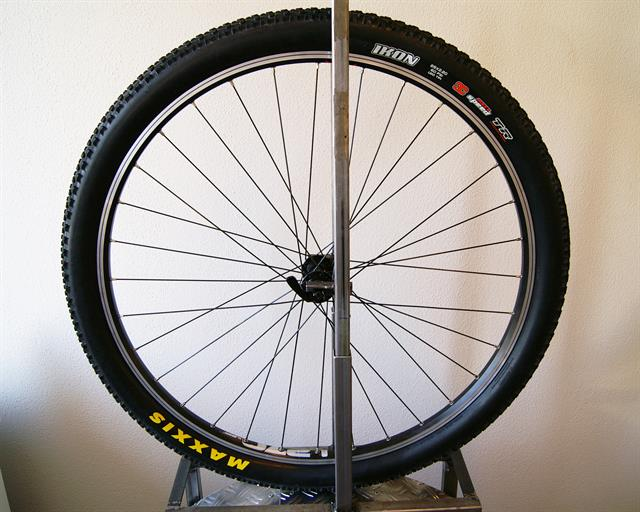 Maxxis Ikon 3C MaxxSpeed TLR  mountain bike tire on a rolling resistance test machine