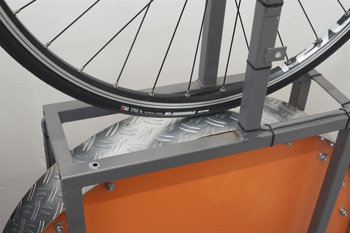 Maxxis Padrone Tubeless Ready road bike tire on a rolling resistance test machine