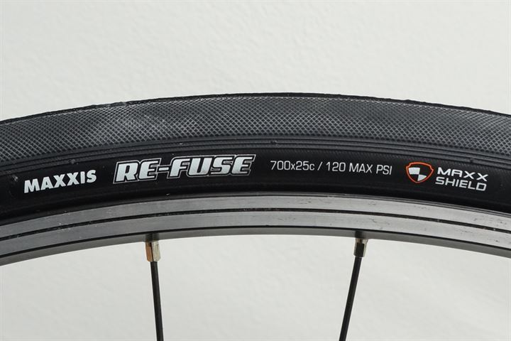 700 x 32mm 60tpi Dual Comp MaxxShield Protection Tubeless Maxxis Re-Fuse Tire