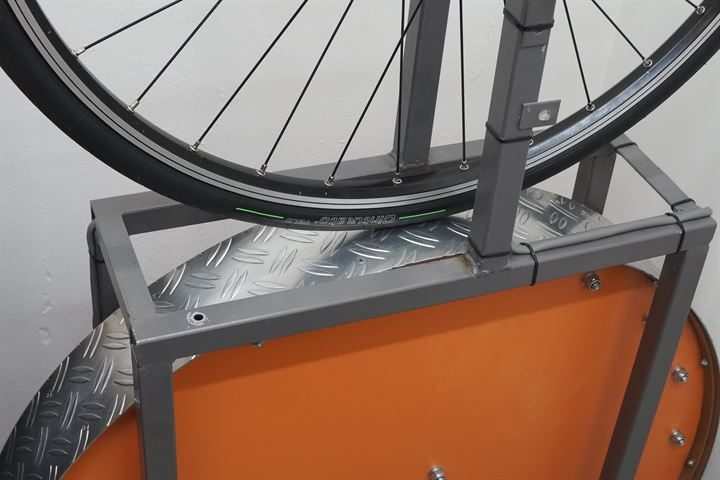 Pirelli Cinturato Velo TLR road bike tire on a rolling resistance test machine