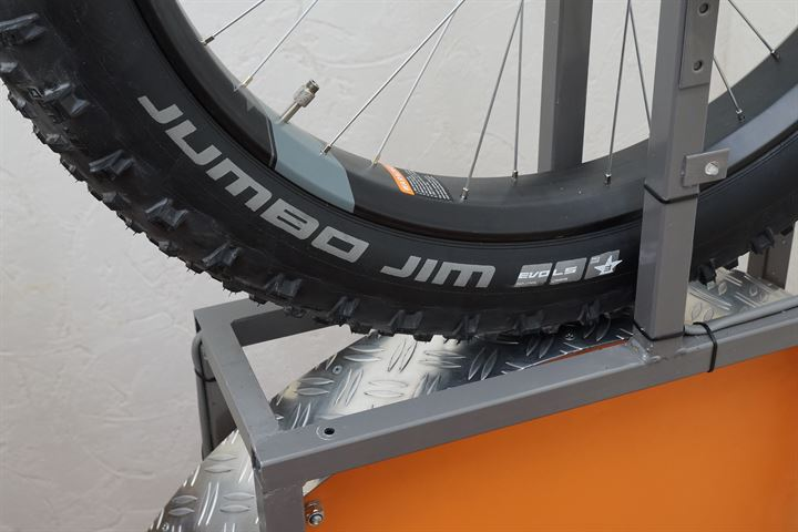 Schwalbe Jumbo Jim LiteSkin on a rolling resistance machine
