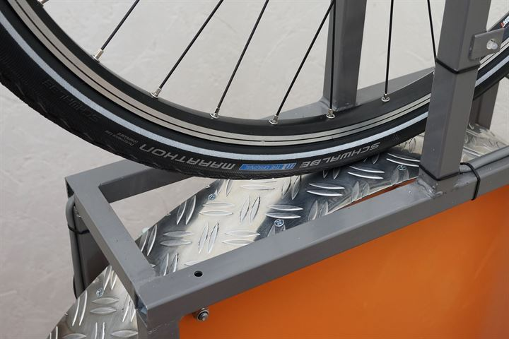 Schwalbe Marathon (GreenGuard) Touring/E-Bike tire on a rolling resistance test machine