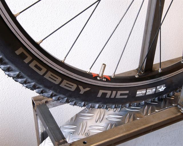 Schwalbe Nobby Nic TL-E PaceStar mountain bike tire on a rolling resistance test machine