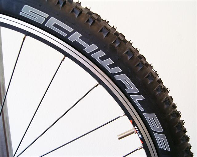 Schwalbe Racing Ralph TL-R PaceStar  mountain bike tire on a rolling resistance test machine