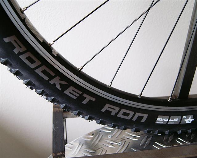 Schwalbe Rocket Ron LiteSkin PaceStar mountain bike tire on a rolling resistance test machine