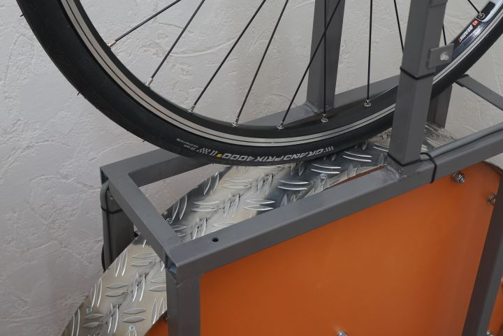 New Continental Grand Prix 4000S II on rolling resistance machine
