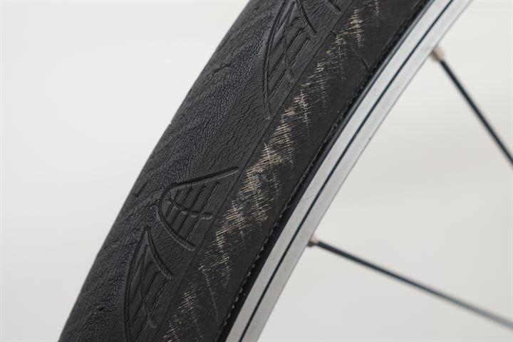 Worn Continental Grand Prix 4000S II - Closeup of sidewall condition