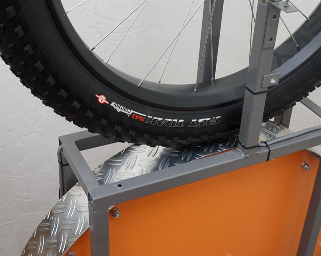 Specialized Fast Trak Fat fat bike tire on a rolling resistance test machine