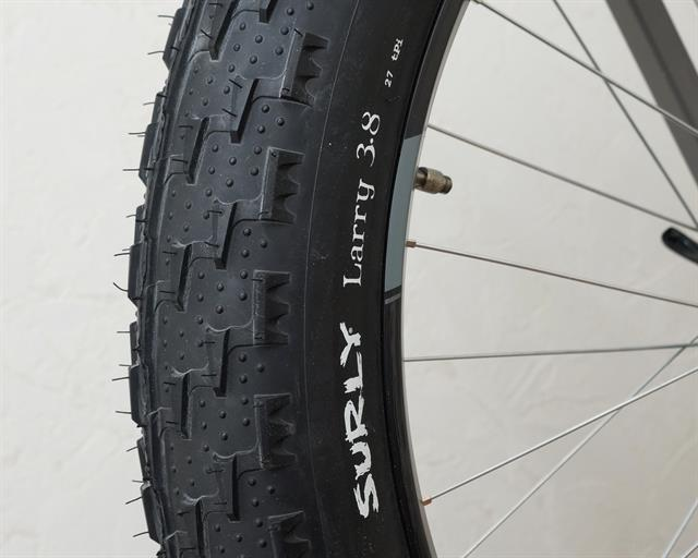 Surly Larry 27 TPI  fat bike tire on a rolling resistance test machine