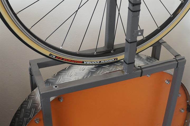Vittoria Corsa G+ 2.0 (open) road bike tire on a rolling resistance test machine