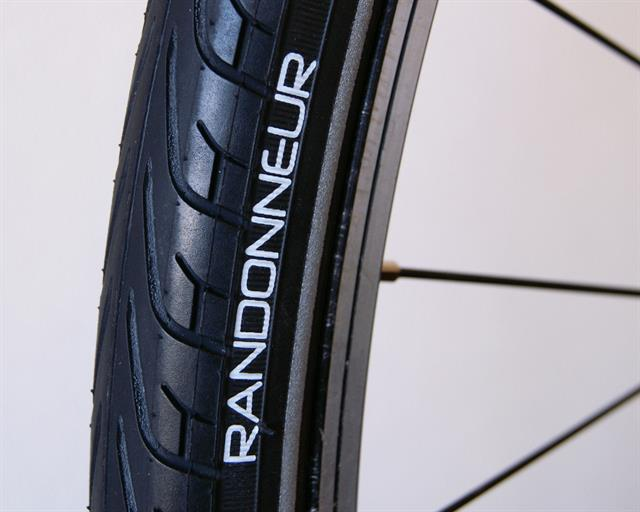 Vittoria Randonneur Touring/E-Bike on a rolling resistance test machine
