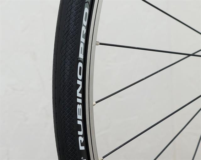 Vittoria Rubino Pro G+ road bike tire on a rolling resistance test machine