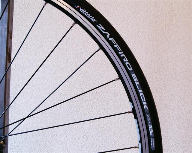 Vittoria Zaffiro Slick road bike tire on a rolling resistance test machine
